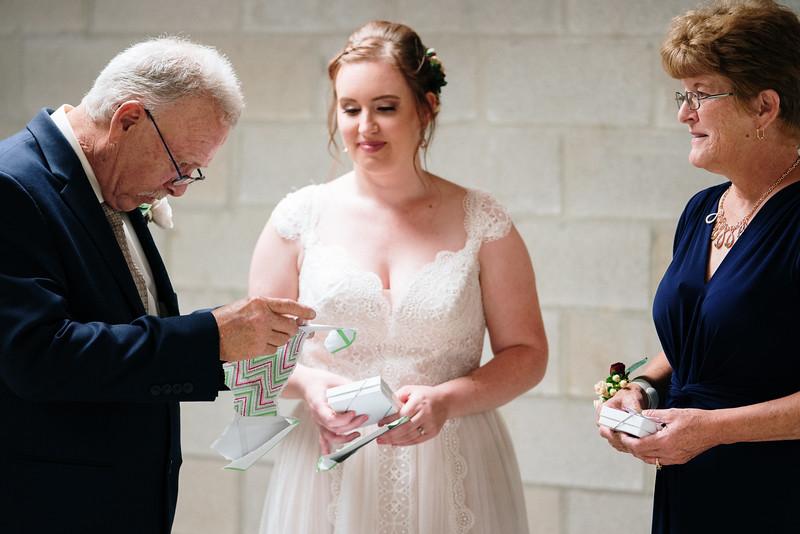 rustic_ohio__fall_barn_wedding-158.jpg