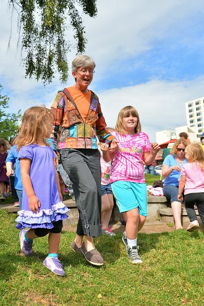 June 30, 2014: Anchorage Downtown Partnership presents Music For Little Ones featuring Fiddle Dee Dee.