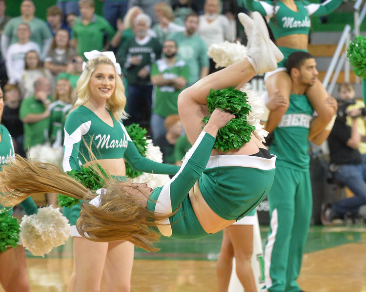 cheerleaders2339.jpg