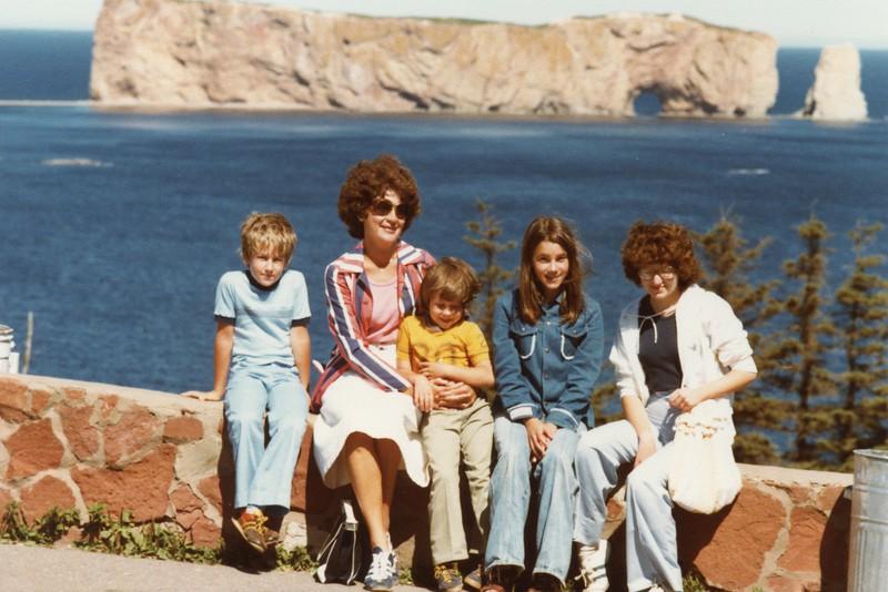 1978 Noëlla&Kids.jpg