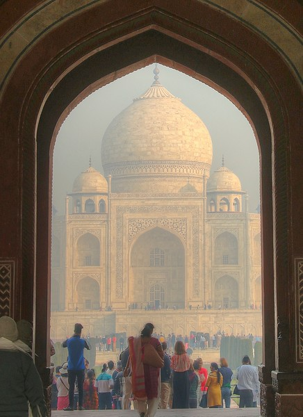 I'll never forget this feeling of how the Taj slowly came into view as we walked through the gate!  It was like a dream!