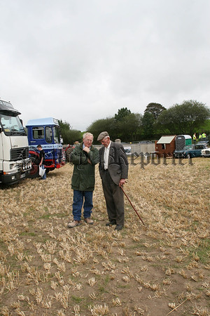 Catching up on a bit of craic at the vintage show, 07W37N61