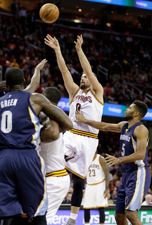 . Cleveland Cavaliers\' Kevin Love shoots against the Memphis Grizzlies in the first half of an NBA basketball game Tuesday, Dec. 13, 2016, in Cleveland. (AP Photo/Tony Dejak)