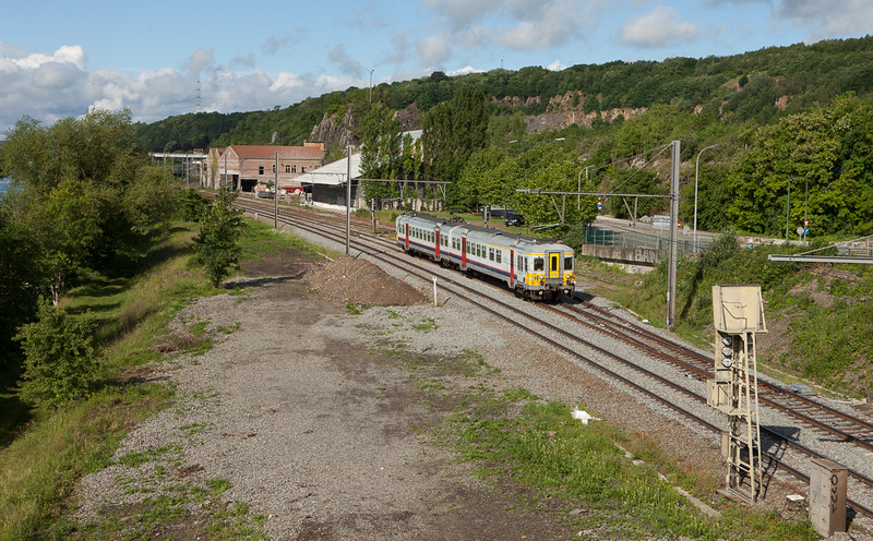 AM70 654 en route to Liege-Guillemins in Hermalle s/Huy.