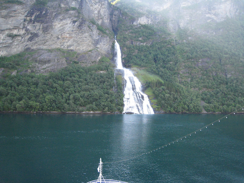 Geiranger Fjord -bridal veil falls