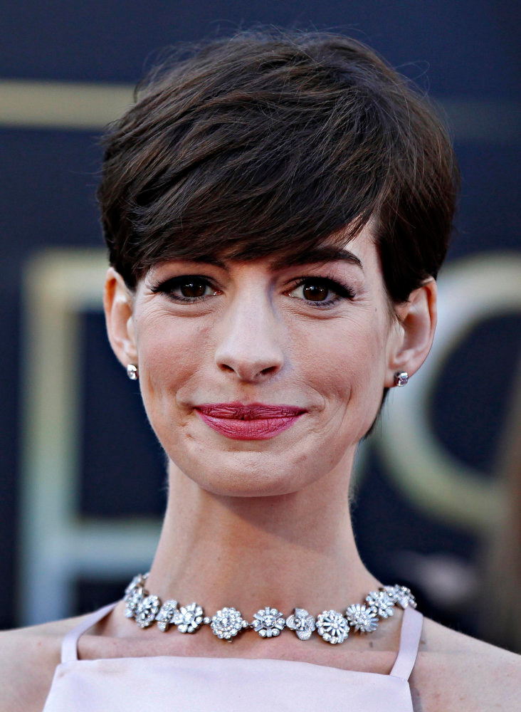". Anne Hathaway, best supporting actress nominee for her role in ""Les Miserables\"", arrives at the 85th Academy Awards in Hollywood, California February 24, 2013.    REUTERS/Lucas Jackson"
