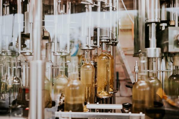 Vinařství Kněží hora :: lahvování vín