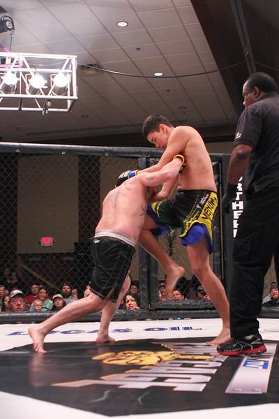 Chris Thompson vs Mitch Spence