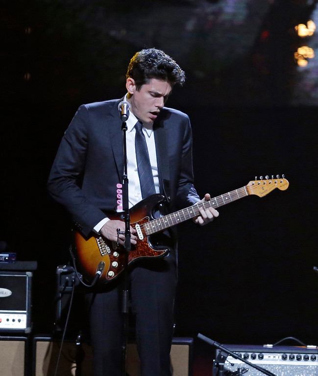 . John Mayer performs at the Rock and Roll Hall of Fame Induction Ceremony Saturday, April 18, 2015, in Cleveland. (AP Photo/Mark Duncan)