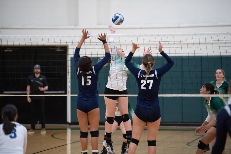 W-Volleyball-2018-10-03-6429.jpg