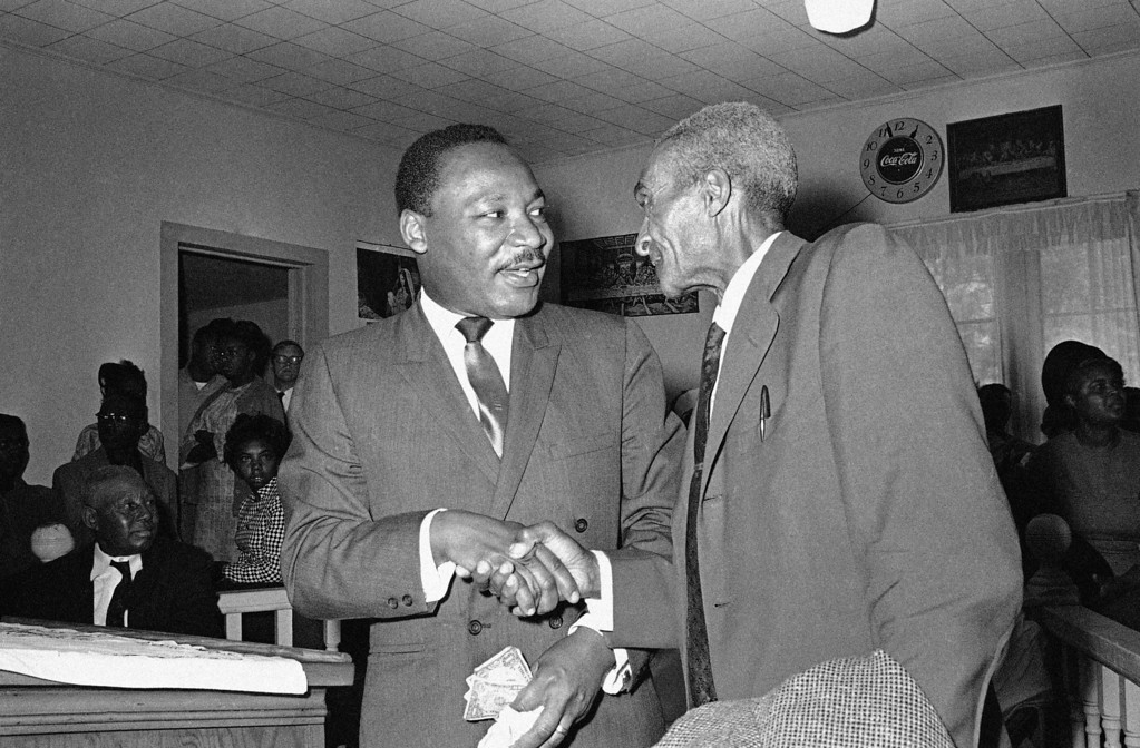 . Dr. Martin Luther King recruiting �Poor� for march on Washington D.C., at Batesville, Miss., March, 19, 1968. (AP Photo/Jack Thornell)