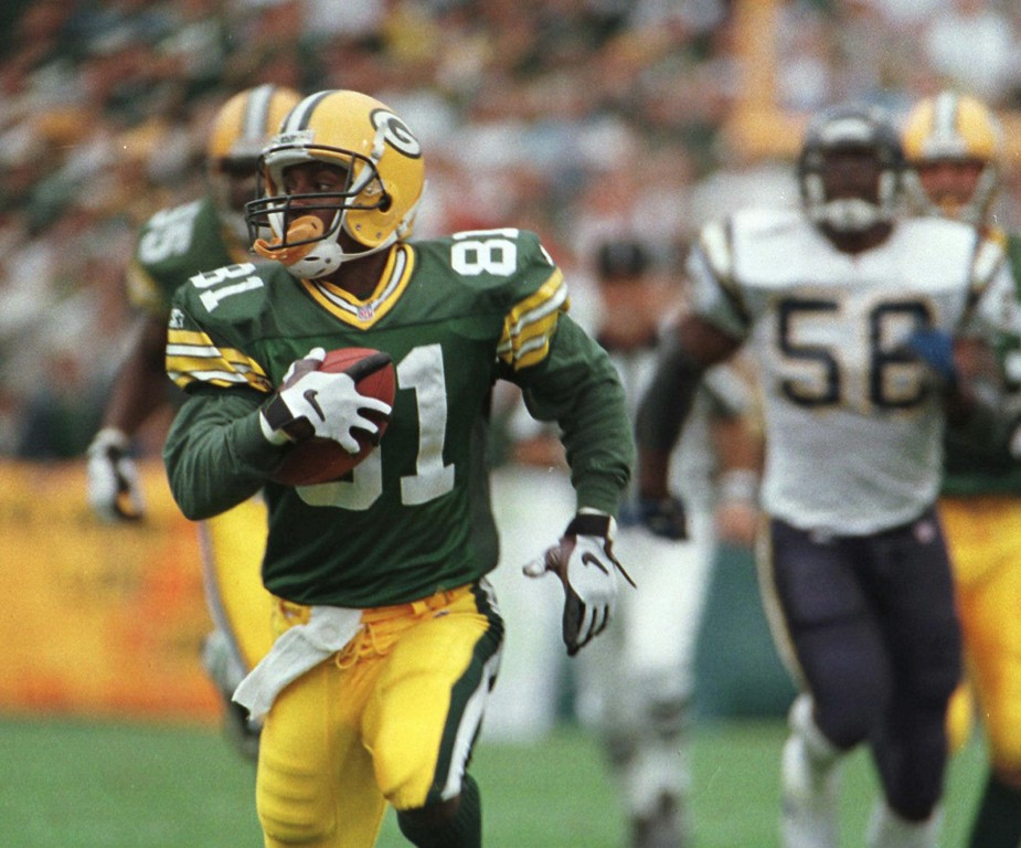 . Green Bay Packers Desmond Howard races to the end zone for a 65-yard touchdown on a San Diego Chargers punt in the fourth quarter Sunday, Sept. 15, 1996, in Green Bay, Wis. The Packers won 42-10. (AP Photo/Andy Manis)