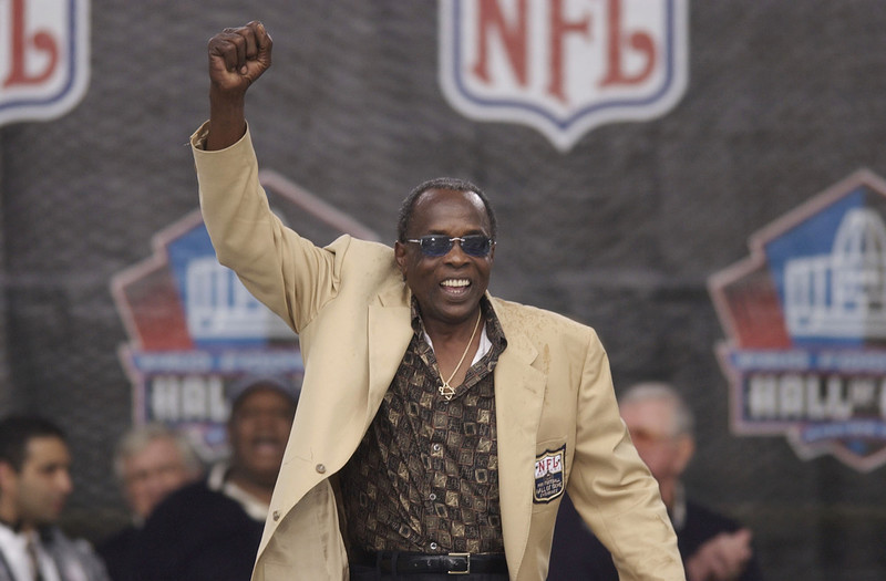 . Pro Football Hall of Famer (Class of 1980) David (Deacon) Jones pumps his fist as he is introduced as part of the largest gathering of living Hall of Fame members during the 2003 NFL Hall of Fame Induction ceremony on August 3, 2003 in Canton, Ohio.  (Photo by David Maxwell/Getty Images)