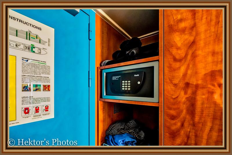 Stateroom 10024-9.jpg