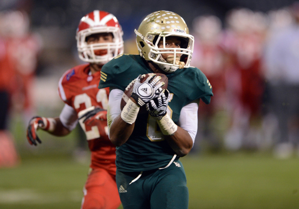 . Anaheim, Calif., --12-01-12 - Long Beach Poly\'s Thomas Tucker,6,  scores a touchdown past Mater Dei\'s Jonathan Lockett,21, in the 2nd quarter of the CIF-SS Pac-5 Division final game against, at Anaheim Stadium.   Stephen Carr/  LANG