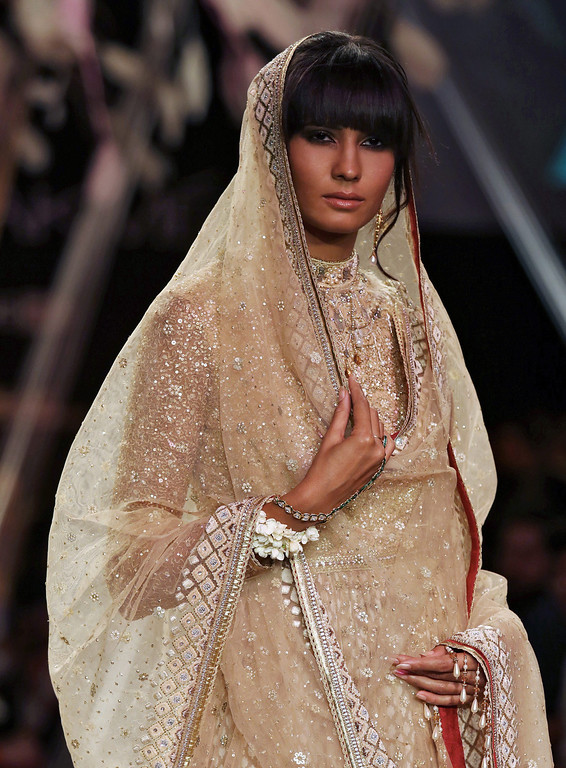 . A model presents a creation by Indian designer Tarun Tahiliani during the Lakme Fashion Week Summer/Resort 2014 in Mumbai, India, 12 March 2014. Some 92 designers will be showcasing their collections at the event runnig from 12 to 16 March.  EPA/DIVYAKANT SOLANKI