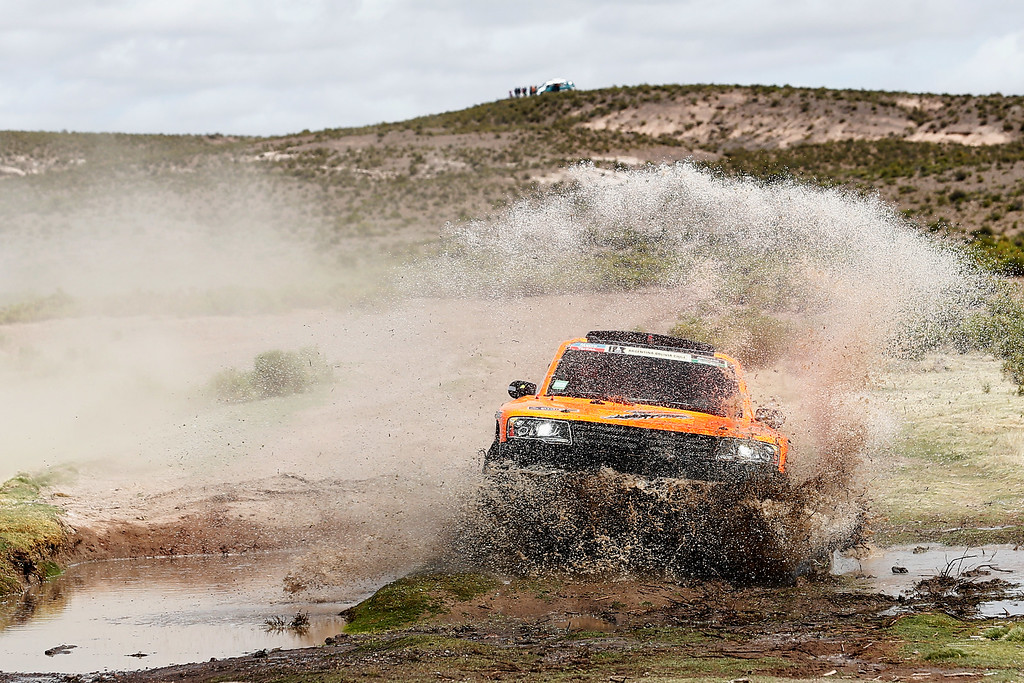 . ORURO, BOLIVIA - JANUARY 10:  #308 Robby Gordon and Johnny Campbell of the USA driving for Speed Energy Racing HST Hummer compete during day 7 of the Dakar Rallly between Iquique in Chile and Uyuni in Bolivia on January 10, 2015 near Oruro, Bolivia.  (Photo by Dean Mouhtaropoulos/Getty Images)