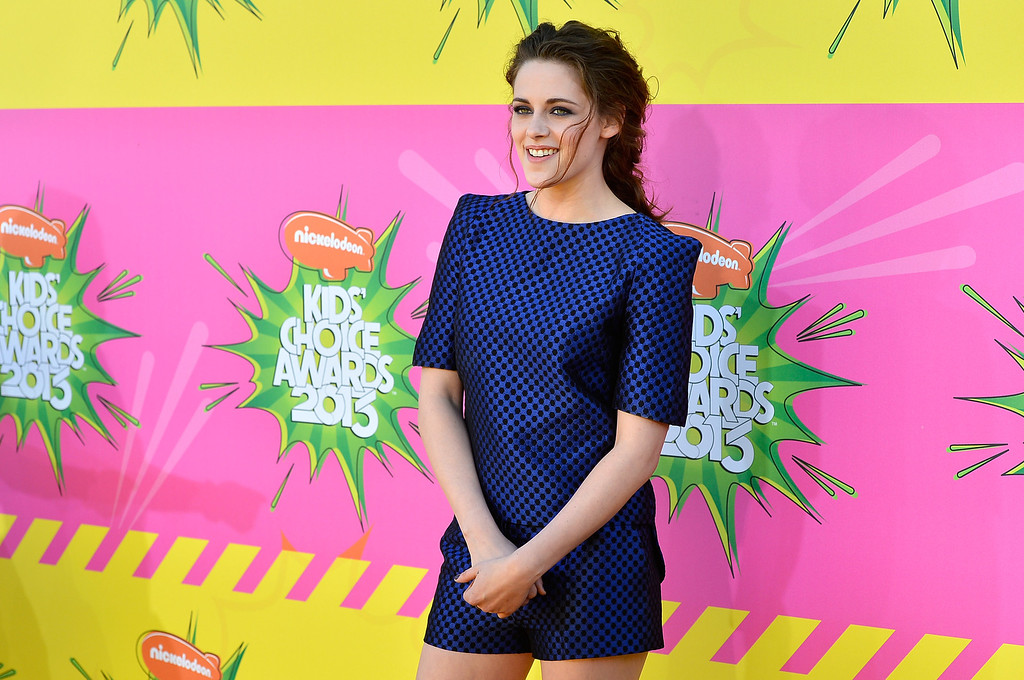 . LOS ANGELES, CA - MARCH 23:  Actress Kristen Stewart arrives at Nickelodeon\'s 26th Annual Kids\' Choice Awards at USC Galen Center on March 23, 2013 in Los Angeles, California.  (Photo by Frazer Harrison/Getty Images)