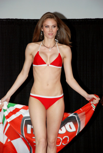 Bikes 'n' babes! :-O
