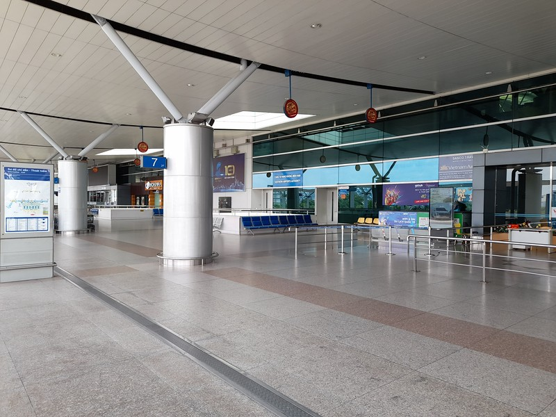 20210821_105832-empty-departure-area.jpg