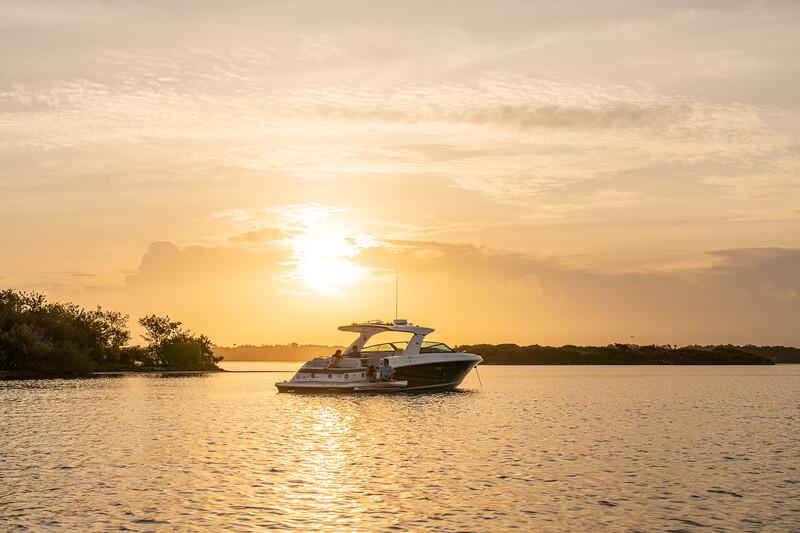 2021-SLX-400-SLX400-lifestyle-starboard-stern-three-quarter-family-02668.jpg
