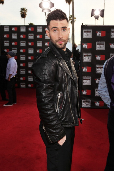 . LOS ANGELES, CA - JANUARY 14:  Singer Adam Levine from the musical group Maroon 5 arrives at the 16th annual Critics\' Choice Movie Awards at the Hollywood Palladium on January 14, 2011 in Los Angeles, California.  (Photo by Christopher Polk/Getty Images for VH1)