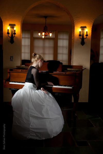 0412_Aliona_Piano-34.jpg