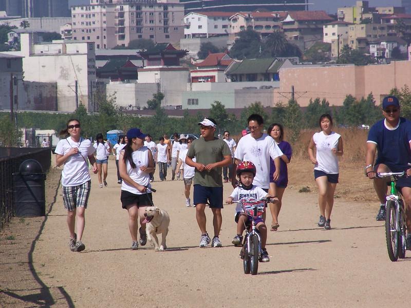 2008-06-14_PeopleInWhiteShirts_6586.JPG
