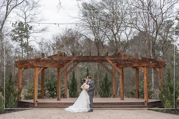 Pretty Winter Wedding at Magnolia Meadows in Magnolia Texas