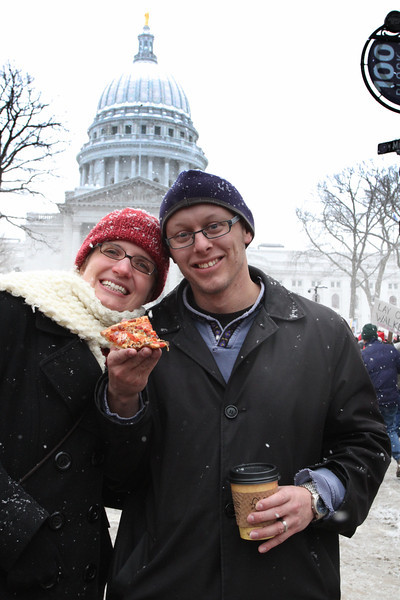 Mike and Erica share a slice of Ian's Pizza in front of the Capital.  Every good cause needs good food and a cup of Fair Trade coffee doesn't hurt either.