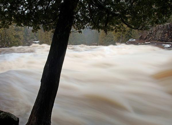 April 19, 2009 North Shore Rivers