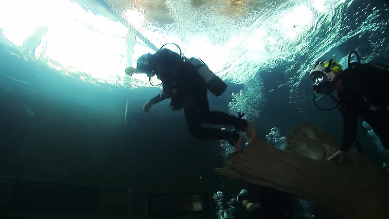 Underwater Walk Edit 45secs.00_00_22_22.Still028.jpg