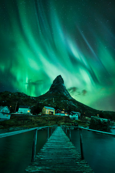 Reine wooden bridge aurora night composite.jpg