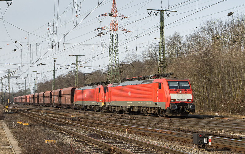 189 069 + 189 045 on a loaded ore train from Rotterdam bypasses the  Gremberg yard in Cologne.