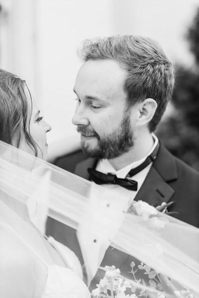 434_Ryan+Hannah_WeddingBW.jpg