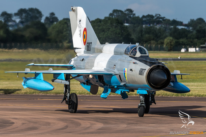 Romanian Air Force / Mikoyan-Gurevich MiG-21MF Lancer C / 6807
