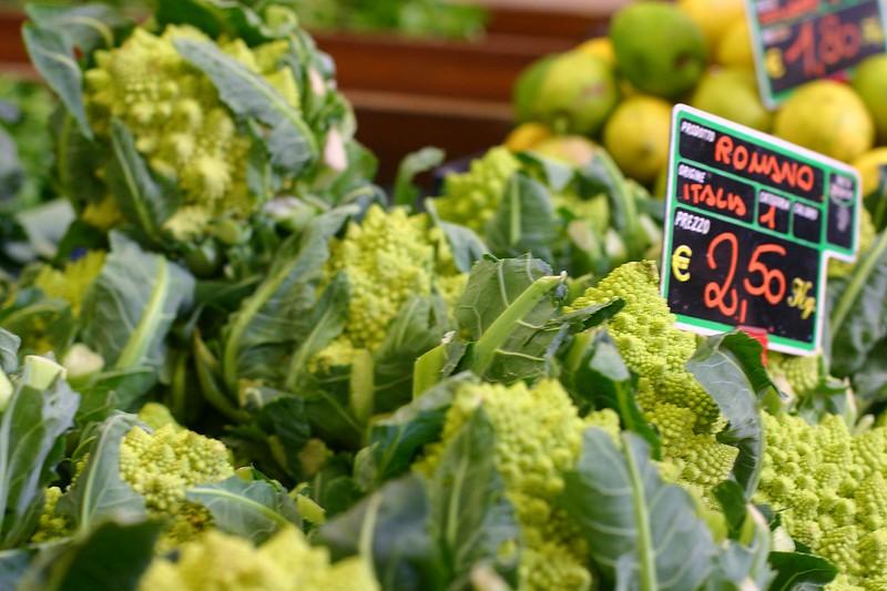 market-cauliflower_2136595963_o.jpg