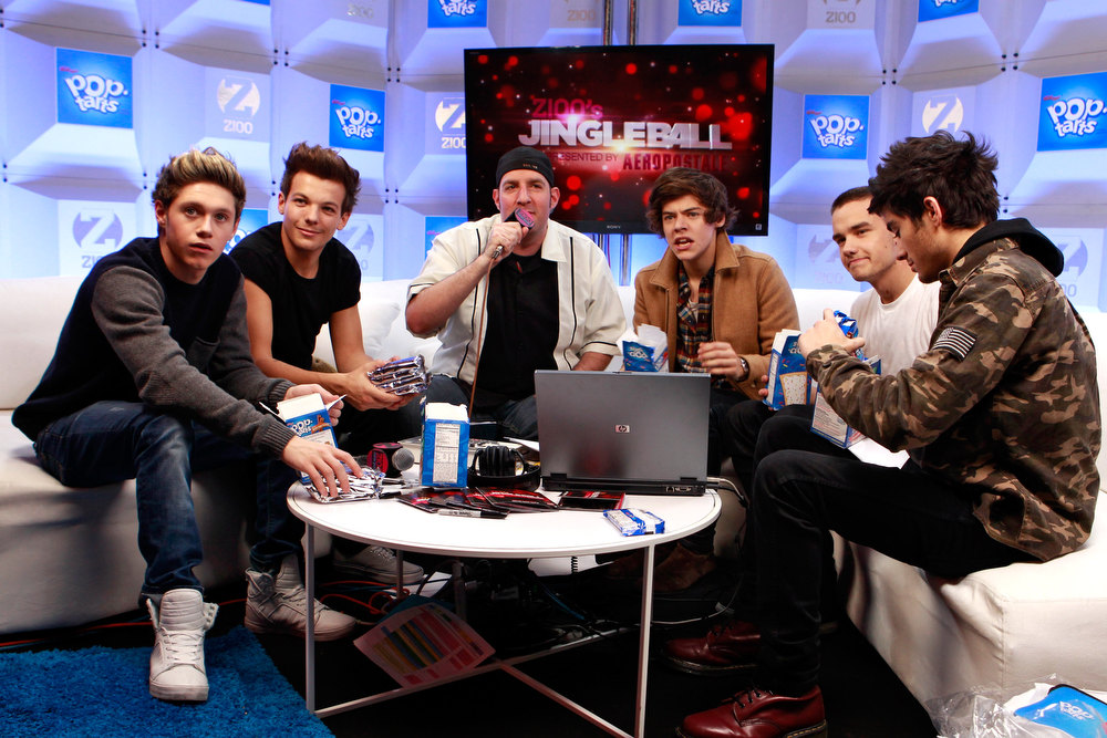 . (L-R) Niall Horan, Louis Tomlinson, Harry Styles, Zayn Malik of One Direction and , Dj JJ attend the Z100 Artist Gift Lounge Presented by Pop Tarts at Z100\'s Jingle Ball 2012 at Madison Square Garden on December 7, 2012 in New York City. One Direction ranked as Google\'s fifth most searched trending people of 2012. (Photo by Mark Von Holden/Getty Images for Jingle Ball 2012)