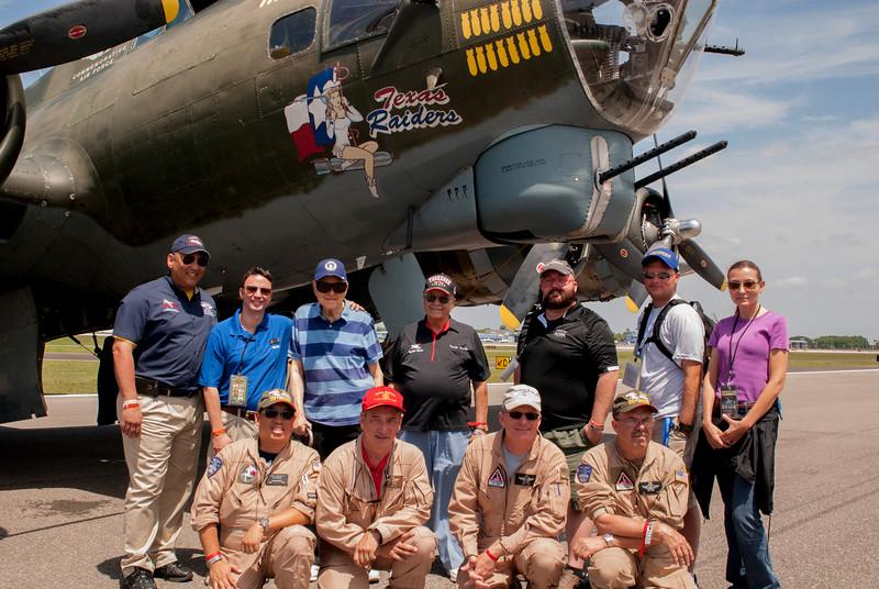 B-17_Flight_group_shot.jpg