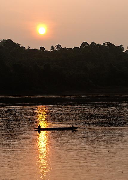 mekong fisherman sunset.jpg