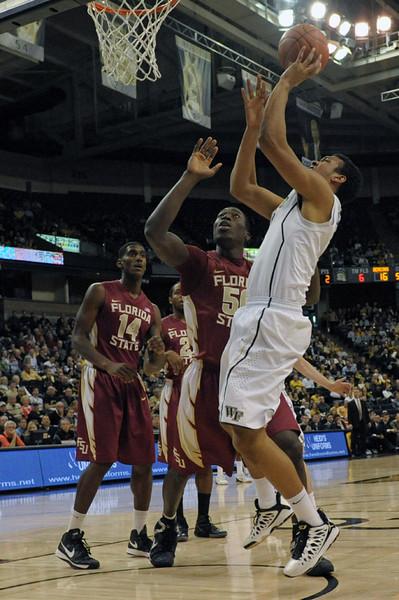 Devin Thomas shot under basket 02.jpg