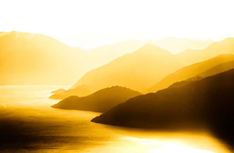 golden-glow-lake-wakatipu-new-zealand.jpg