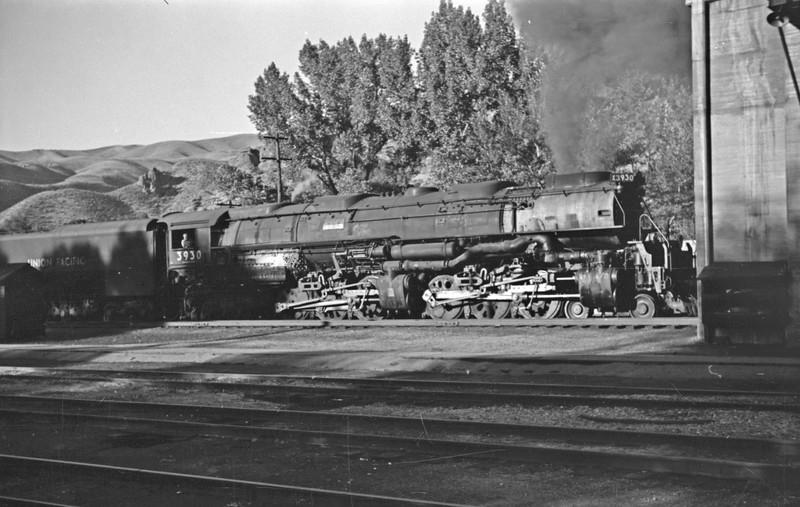 UP_4-6-6-4_3930-with-train_Echo_Aug-29-1946_002_Emil-Albrecht-photo-0208-rescan.jpg