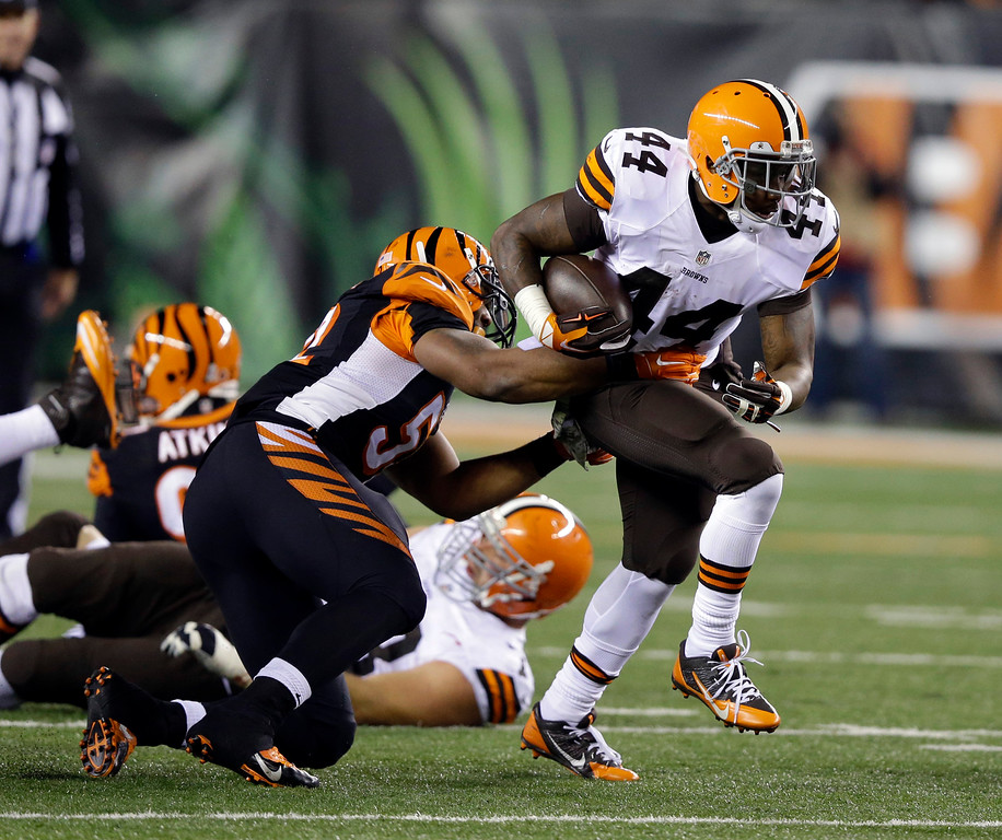 . Cleveland Browns running back Ben Tate (44) carries against Cincinnati Bengals inside linebacker Nico Johnson (52) during the second half of an NFL football game Thursday, Nov. 6, 2014, in Cincinnati. (AP Photo/Michael Conroy)