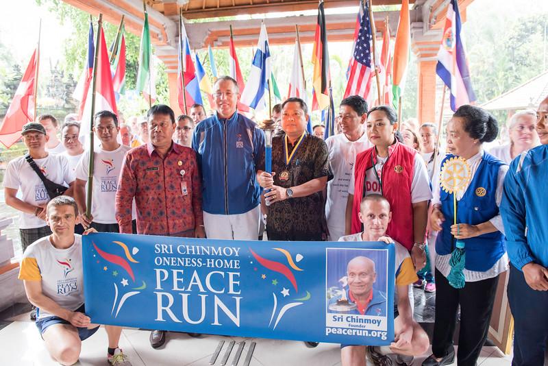 20170202_Peace Run Denpasar w_Mayor_057.jpg
