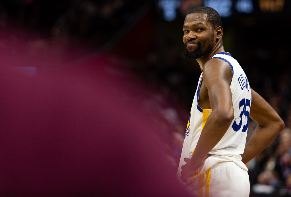 . Kevin Durant of the Golden State Warriors smiles at a fan before defeating the Cleveland Cavaliers during game 3 of the NBA Finals in Cleveland on June 6, 2018.  Michael Johnson/ The News Herald
