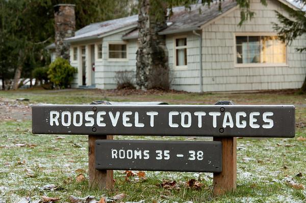20110101_ONW_RooseveltCabins_LakeCrescentLodge