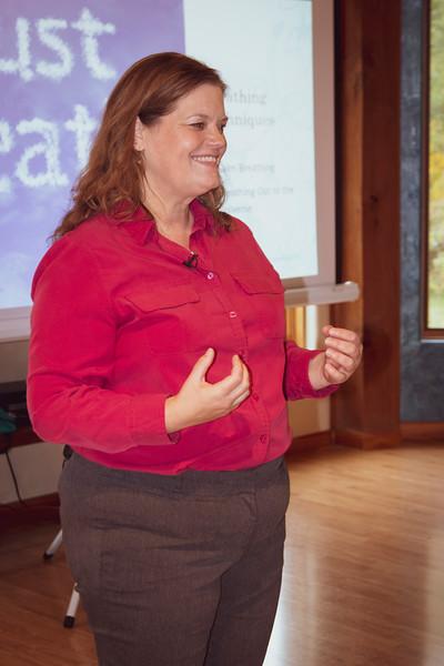 Lori speaking to group_9917.JPG