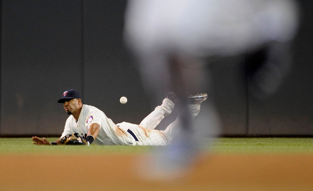 . Wilkin Ramirez #22 of the Minnesota Twins misses a catch of the RBI single hit by Billy Butler #16 of the Kansas City Royals as his teammate Eric Hosmer #35 rounds the bases during the eighth inning. (Photo by Hannah Foslien/Getty Images)