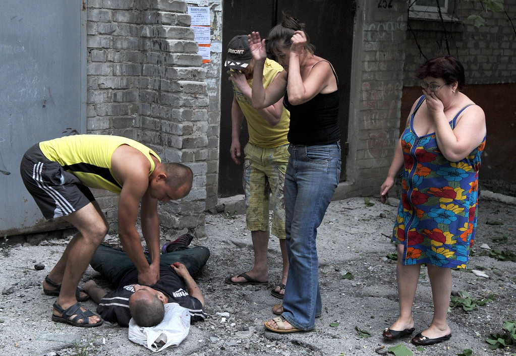 . People react as a man attempts to revive another, wounded as a result of fighting between pro-Russian separatists and Ukrainian troops in the eastern Ukrainian city of Slavyansk on May 26, 2014.  AFP PHOTO/ VIKTOR  DRACHEV/AFP/Getty Images